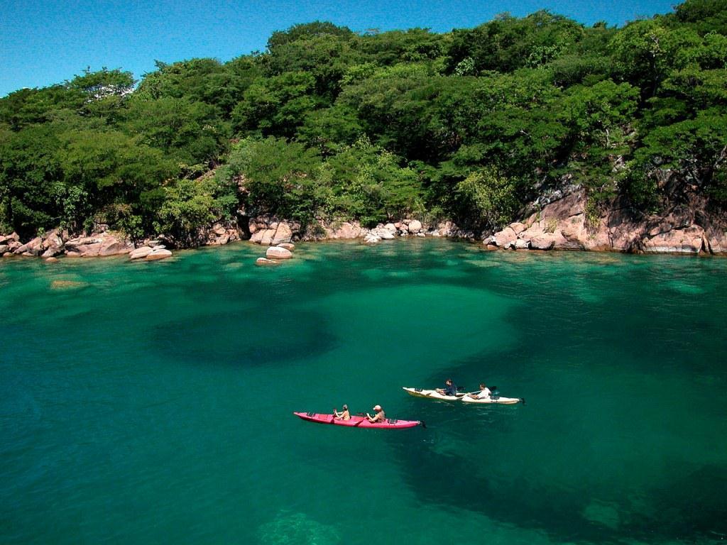 malawi-kayak-lake